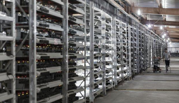 Hong Kong regulators say IPOs by cryptocurrency businesses are premature, putting Bitmain's US$3 billion fundraising plan in peril