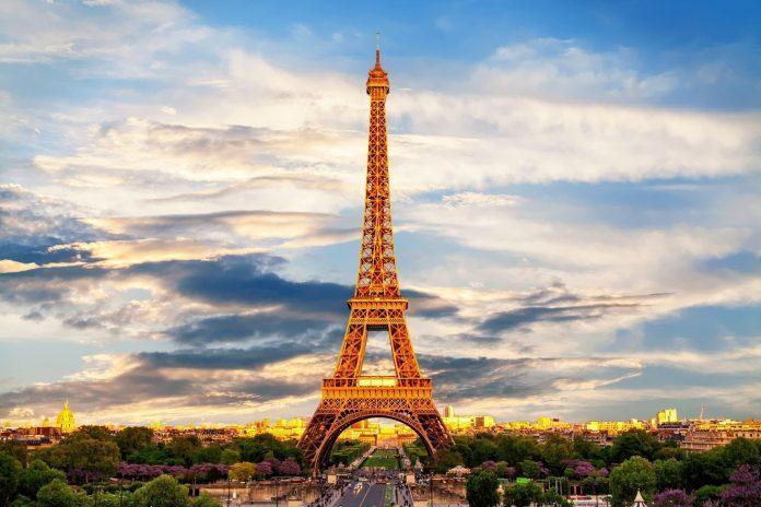 Image- Eiffel tower in Paris, France, https-::fshoq.com