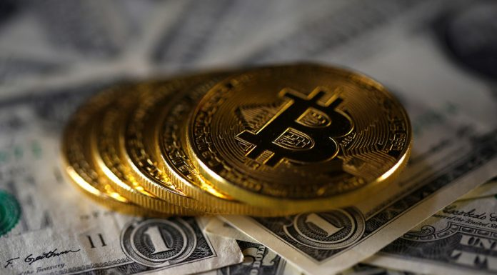 US$ is the only real currency! Trump demands banking regulation of bitcoin, Facebook's Libra